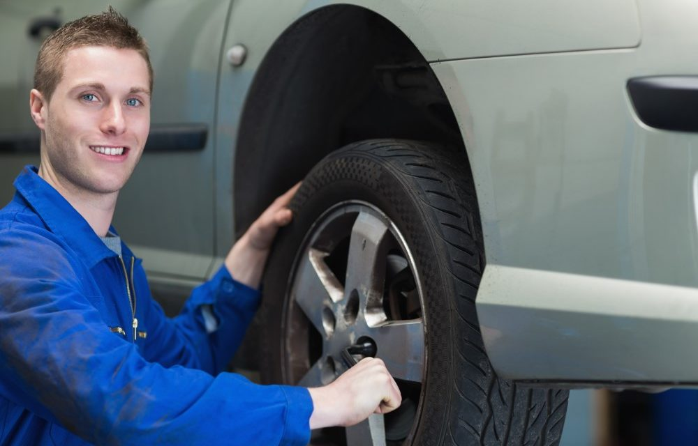 Få professionelle til at sætte dæk på bilen
